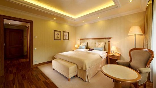 Retro Riverside Luxury Wellness Resort - 29 Popup navigation
