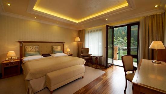 Retro Riverside Luxury Wellness Resort - 28 Popup navigation