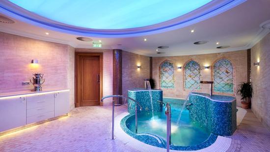 Retro Riverside Luxury Wellness Resort - 14 Popup navigation