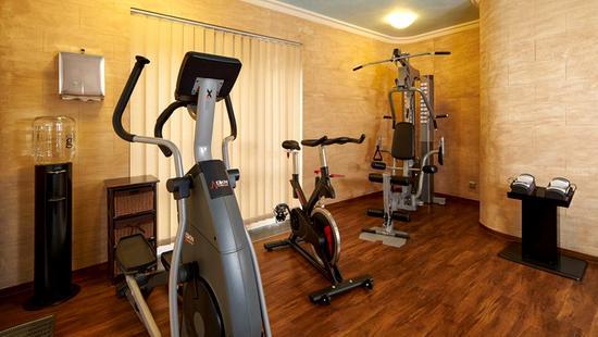 Retro Riverside Luxury Wellness Resort - 20 Popup navigation