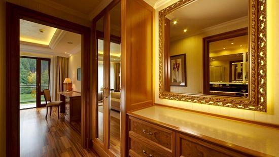Retro Riverside Luxury Wellness Resort - 32 Popup navigation