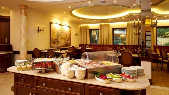 Retro Riverside Luxury Wellness Resort - 25 Popup navigation