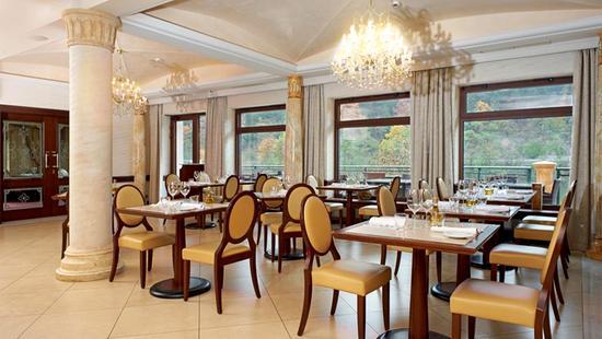 Retro Riverside Luxury Wellness Resort - 24 Popup navigation