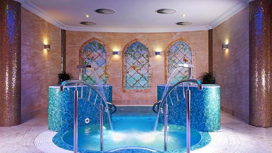 Retro Riverside Luxury Wellness Resort - 15 Popup navigation