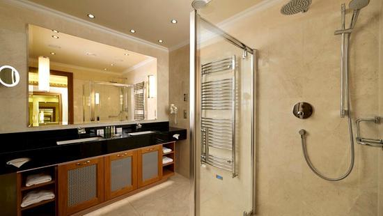 Retro Riverside Luxury Wellness Resort - 33 Popup navigation
